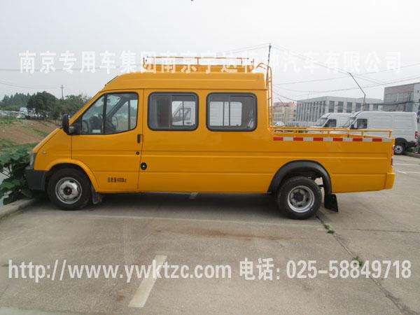 改装配置: 车顶行李架,空调,外观颜色为全黄,随车工具.